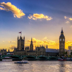 Sunset over Parliament and Big Ben in London (Photo by Paolo Fernandez)