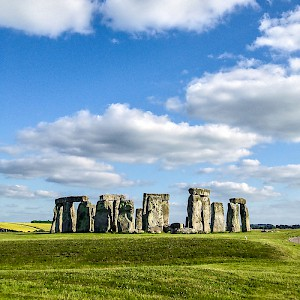 Ancient Stonehenge is a popular day trip from London (Photo by Pablo Fernández)