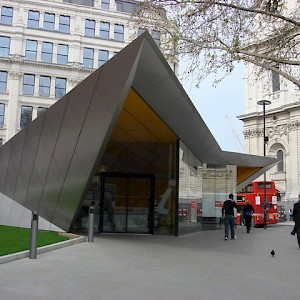 The new main Tourist Information Centre at St. Paul's (Photo by Oxyman)