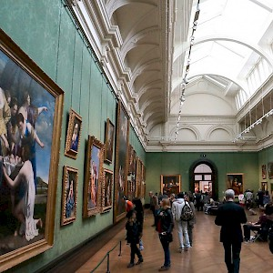 A room at London's National Gallery (Photo by Alex)