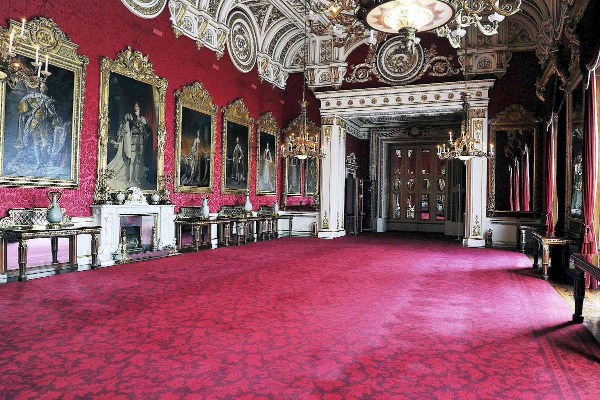Throne room buckingham palace - The State Dining Room Minus Table At Buckingham Palace State Rooms London
