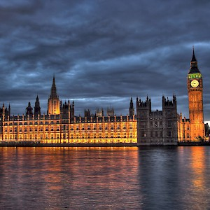 The Palace of Westminster by the Thames at night (Photo by Maurice)