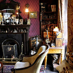 The main parlor in the Sherlock Holmes Museum (Photo by Francisco Antunes)