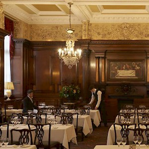The main dining room of Simpsons-in-the-Strand (Photo courtesy of the restaurant)