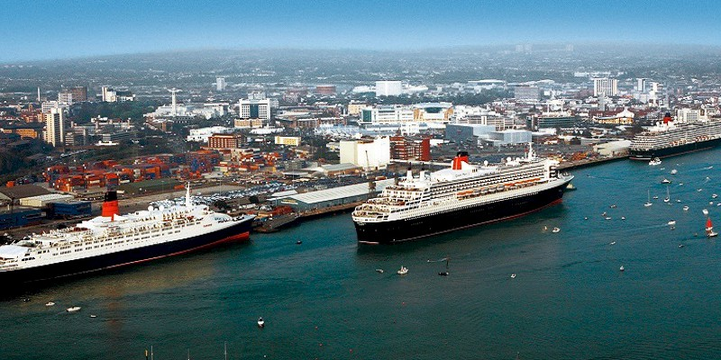 Queen Mary II (center) steams past the other two liners in the Cunard fleet Queen Elizabeth II (left) and Queen Victoria at Southampton Docks as the QMII leaves port in 2008. It was the only time that all three queens ever met in UK waters. (Photo by Chris Ison/PA Wire)